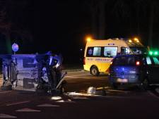 Gewonde bij botsing in Eibergen: auto belandt op z'n kant