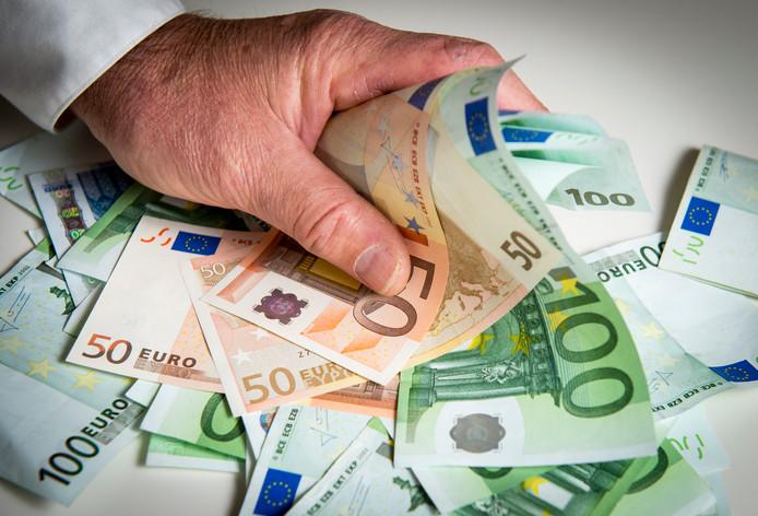 ILLUSTRATIE - Een stapel eurobiljetten. Foto ANP  Lex van Lieshout