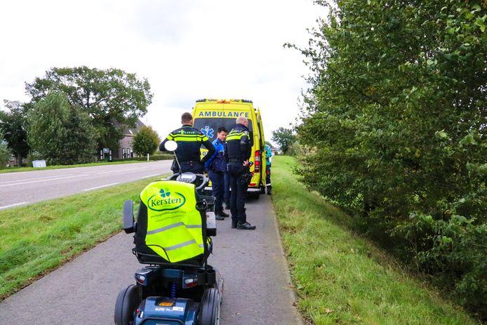 Een man op een scootmobiel reed woensdag van het talud van de Ellecomsedijk tussen Dieren en Doesburg en raakte gewond.