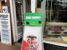 Accu van je elektrische fiets leeg midden in Almelo? Dan kun je vanaf zaterdag hier opladen