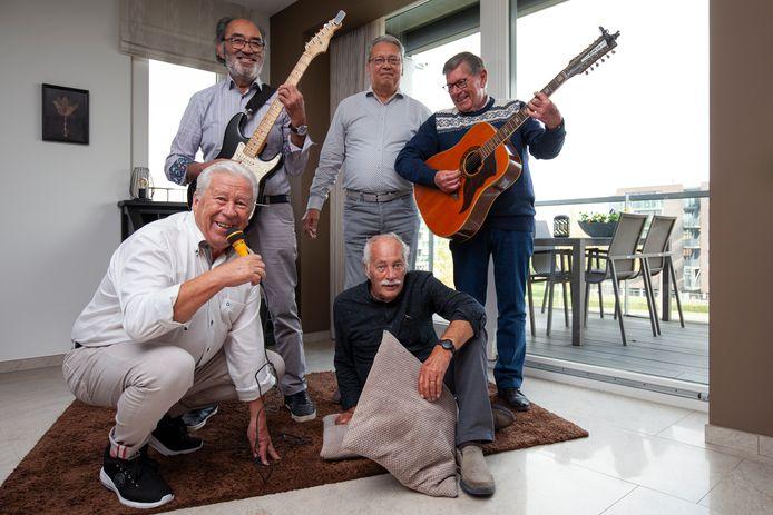 Met de klok mee: links voor Ad Zwart, Richard Pichel, Rolf Heijnneman, Hans Molegraaf en Antoon van Pol