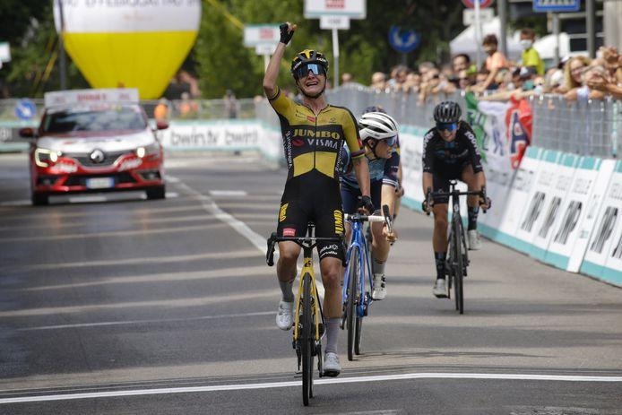 Marianne Vos sprint naar de dagzege in de derde etappe van de Giro Donne.