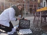 Boomrasters en putdeksels met een T: Tilburgse Straatdrukkerij maakt letterlijk mode van de straat