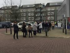 Lange rijen met Belgen: Hulstenaren pissig op Vlaamse funshoppers