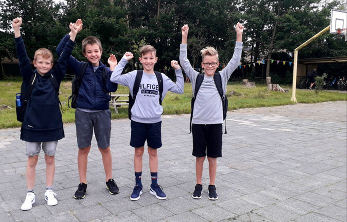 Stan, Senn, Stan en Juul zijn blij dat ze terug naar school kunnen