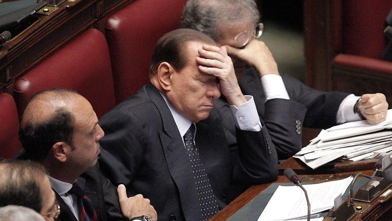 Archieffoto van Berlusconi (midden) in het parlement. Beeld EPA