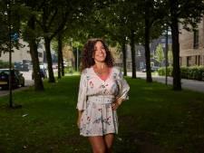 Hanan (40) verkoopt haarserum met glijmiddel: 'Potjes Durex niet meer nodig'
