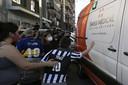 Maradona werd twee weken onder massale belangstelling opnieuw naar huis gebracht. Er werd echter alles aan gedaan om Pluisje buiten beeld te houden.