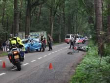 Motor botst tegen auto op Bergsebaan Oosterhout