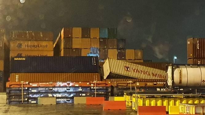 Containers weggewaaid in Antwerpse haven