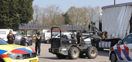 Vrachtwagenchauffeur met spoed naar het ziekenhuis na ongeval tijdens lossen in Nuland