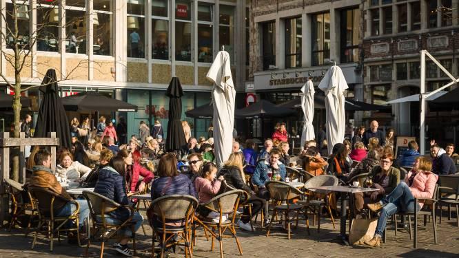 """Geen """"terraspolitie"""" dit weekend: agenten rekenen op gezond verstand van horeca en klanten"""