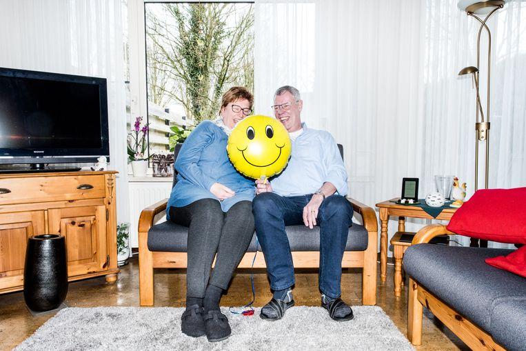Piet de Rooij, echtgenote Nelly en hun favoriete huisgenoot: Smiley. Beeld Jan Mulders