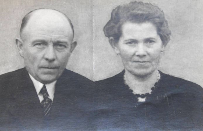 Hendrik en Leida Wiggers. Opa Hendrik overleefde de oorlog niet.