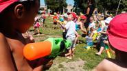 FOTOREEKS: leerlingen Het Notendopje nemen afscheid van schooljaar met waterspelletjes