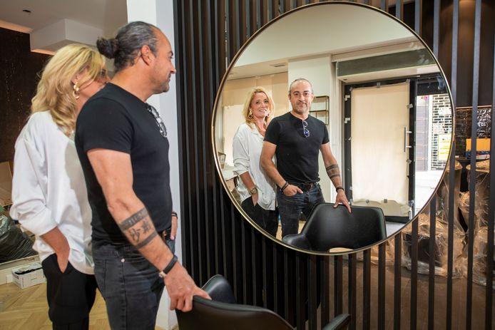 Frank en Sascha Gomez verwachten met hun gecombineerde zaak in juni alsnog open op nieuwe plek aan Korenstraat in Apeldoorn, na vertraging door corona.