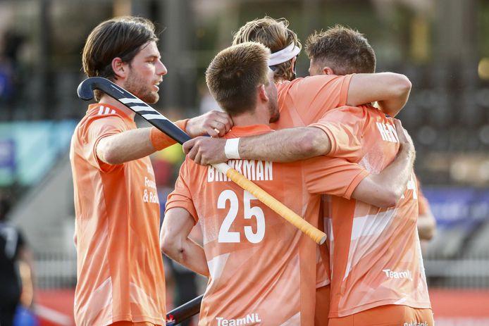Nederland wint op het EK ruim van Wales.