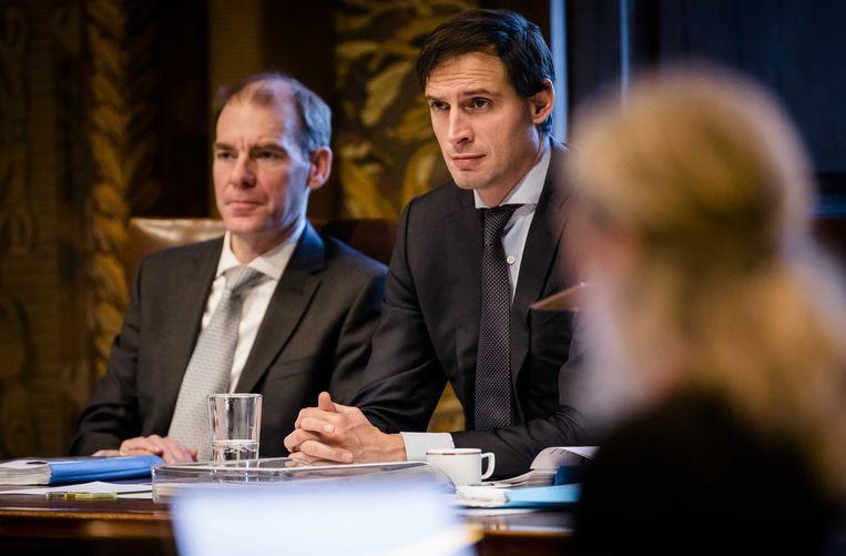 Minister Hoekstra van Financiën (midden) in de Eerste Kamer. Beeld anp