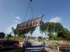 'Tweedehands' brug met speelse balustrade daalt neer in Nijmegen-Noord