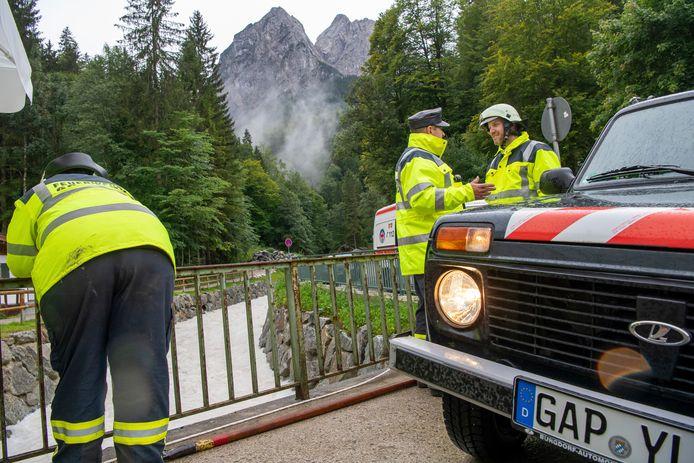 Полиция считает, что туристы все еще числятся пропавшими без вести.