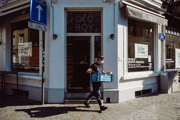 Voor Old Boy in Brussel is het takeawayverhaal noodzakelijk, omdat het niet evident is om in dit kleine pand straks gasten te verwelkomen.  Beeld Wouter Maeckelberghe