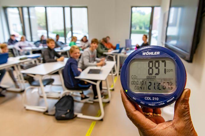 CO2-meters in alle klaslokalen in Krimpenerwaard moeten ervoor zorgen dat er voldoende geventileerd wordt in de scholen.