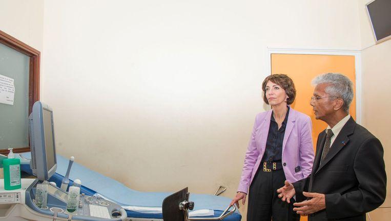 De Franse minister van Sociale Zaken en Gezondheid Marisol Touraine bezoekt in het kader van Zika-preventie een ziekenhuis in Guadeloupe, een Frans overzees departement in de Caribische Zee. Beeld afp