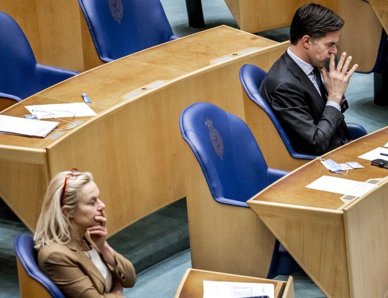 Sigrid Kaag (D66) en Mark Rutte (VVD) gisteren in de Tweede Kamer tijdens het debat over de mislukte verkenning.   Beeld ANP