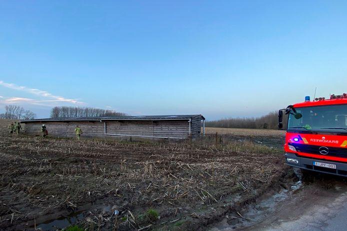 De rookontwikkeling achter de houten schuur langs Kampenheuvel was afkomstig van afvalverbranding in een ton.