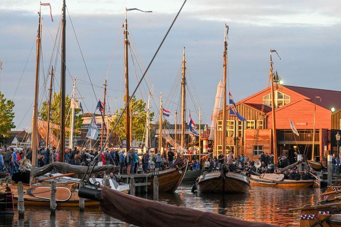 De bruine vloot in de haven van Elburg tijdens de jaarlijkse Botterdagen.