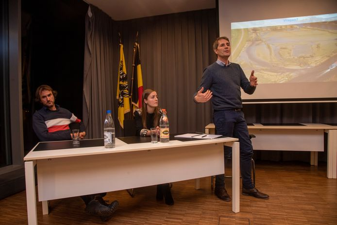 Experts geven uitleg bij de knijtenproblematiek in Schellebelle.