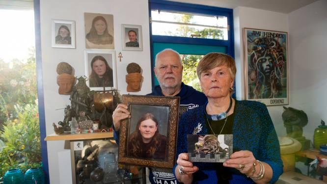 Diefstal bij grafsteen van zoon Henk-Jan en Gerdie uit Apeldoorn: 'Wie doet nou zoiets?'