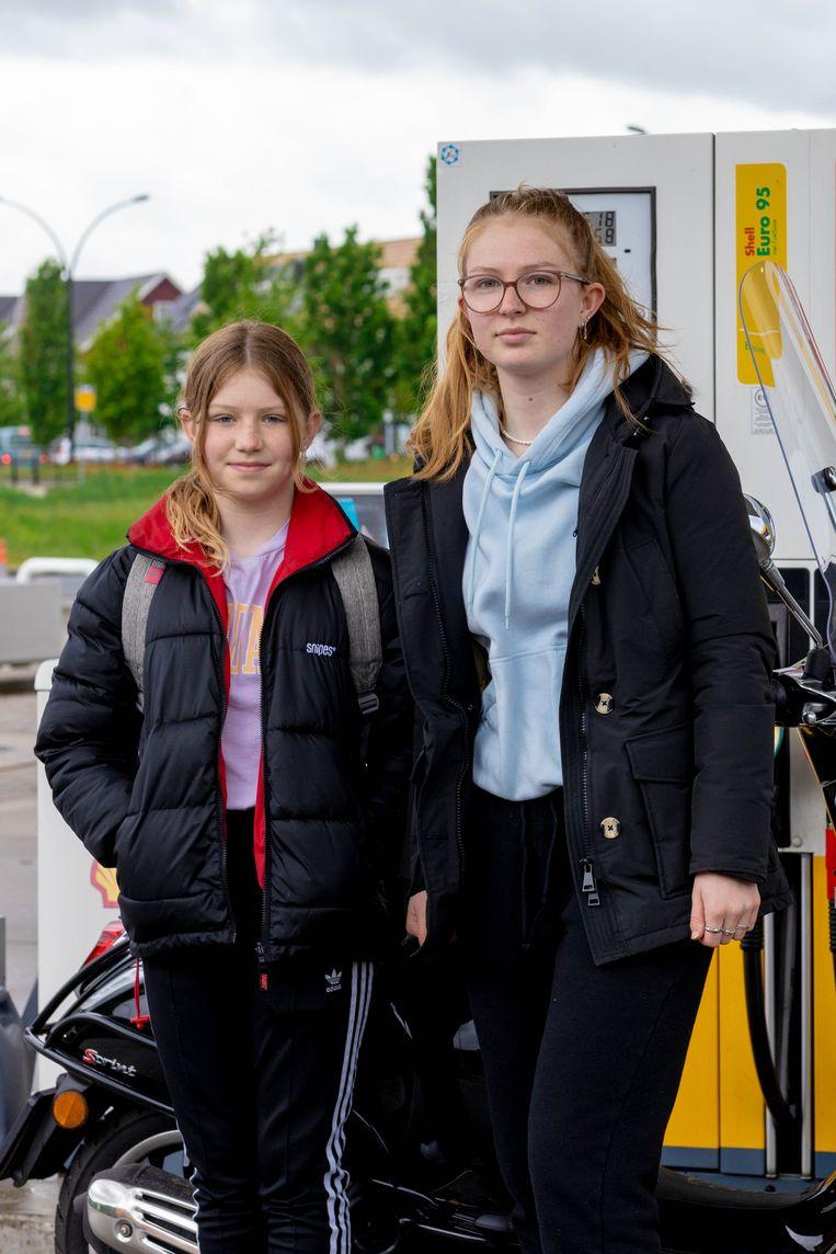 Lotte Lammers (rechts) met passagier Beeld Ines Vansteenkiste-Muylle