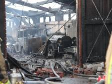 Blikseminslag veroorzaakt verwoestende brand in loods met oldtimers: 'Ook mijn unieke Buick uit 1920 is verloren gegaan'