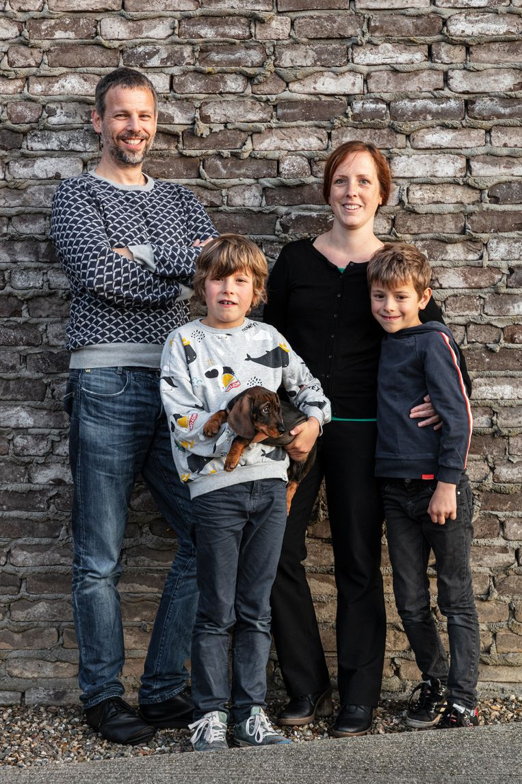 Hans, zijn vrouw Marisa en hun zoontjes Kasper en Matteo.  Beeld Tim van de Velde