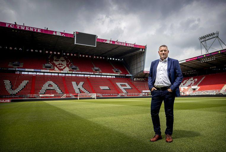Ron Jans bij zijn presentatie als nieuwe hoofdtrainer van FC Twente in de Grolsch Veste.  Beeld ANP