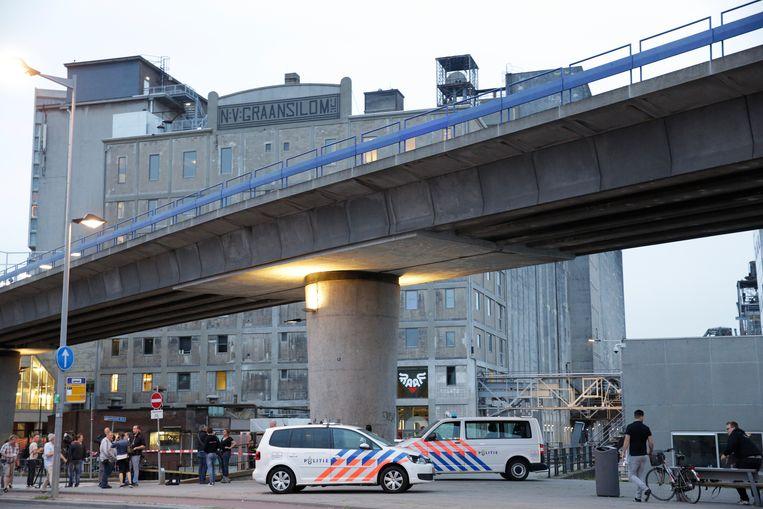 De Nederlandse politie bij concertzaal Maassilo in Rotterdam. Beeld ANP