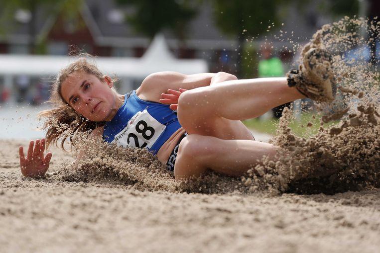 Pauline Hondema kwam in actie op het onderdeel verspringen tijdens de T-Meeting in Tilburg. Ook daar moest de organisatie honderden aangemelde atleten teleurstellen.  Beeld ANP
