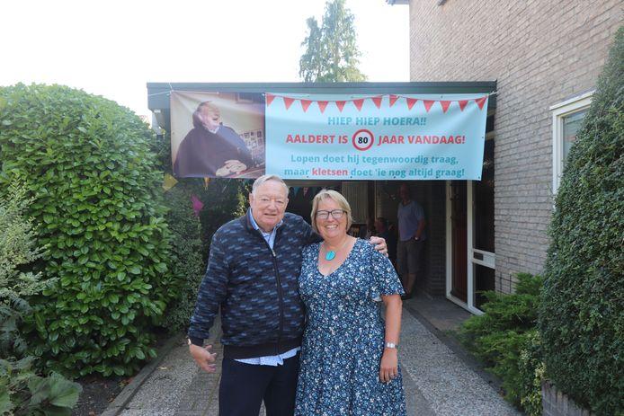 De jarige Aaldert van der Veen met dochter Inge Dowden.