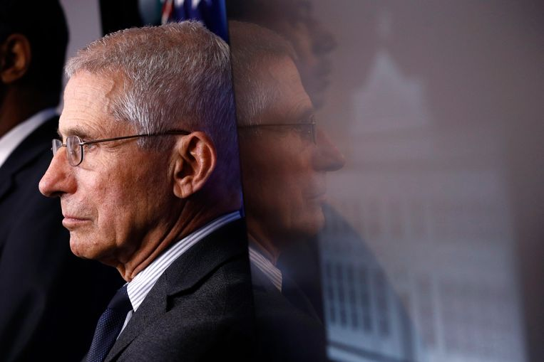 FILE - In this March 21, 2020 file photo, Director of the National Institute of Allergy and Infectious Diseases Dr. Anthony Fauci listens as President Donald Trump speaks during a coronavirus task force briefing at the White House in Washington. (AP Photo/Patrick Semansky) Beeld AP
