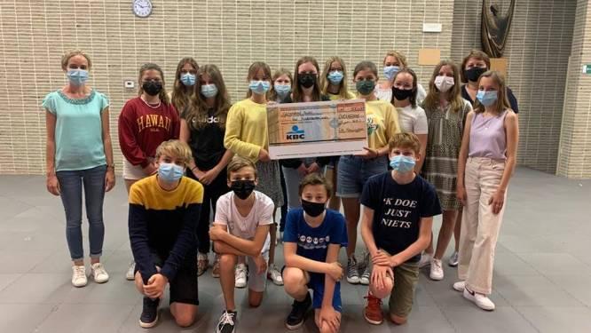 Eerstgraadsschool De Keiwijzer schenkt 500 euro aan het Kinderkankerfonds