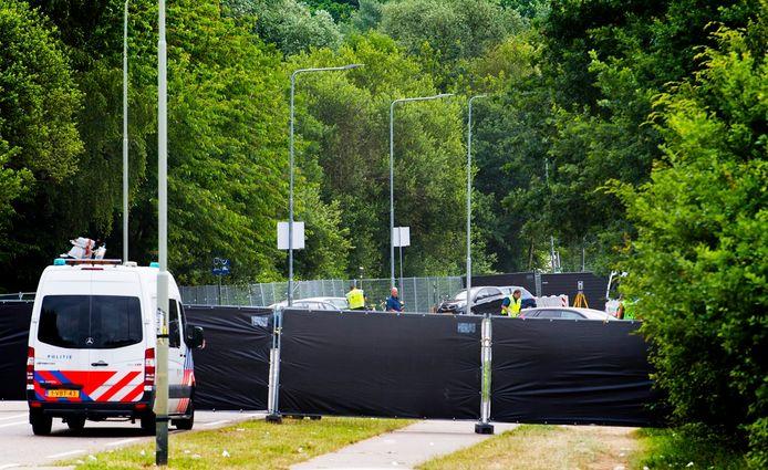 Afzettingen op de plek waar een aanrijding is gebeurd tussen een bestelbusje en een groep voetgangers in Landgraaf.