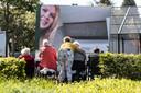 Bewoners en medewerkers van Pronsweide houden het niet droog tijdens een liefdevolle boodschap.