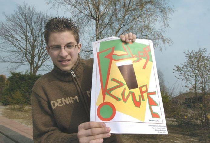 Leerling Jacco Versprille van het Calvijn College in Krabbendijke met de door hem ontworpen poster. foto Willem Mieras