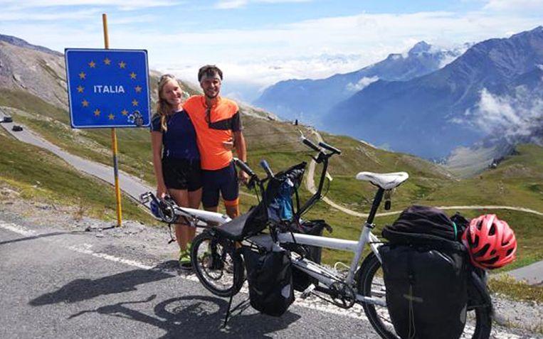 Geoffrey (26) en Annoushka (22) bij het binnenrijden van Italië. Even later ging het helemaal mis.