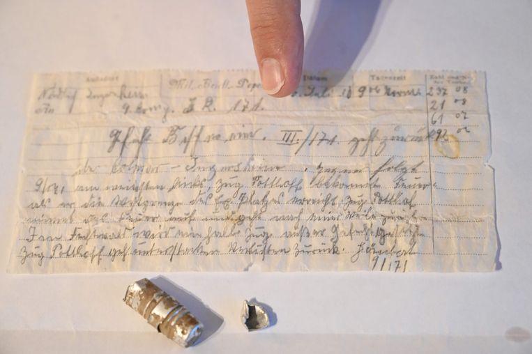 Het bericht dat in een gevonden kokertje met duivenpost bleek te zitten. Beeld AFP