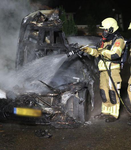 Auto brandt uit in Roosendaal