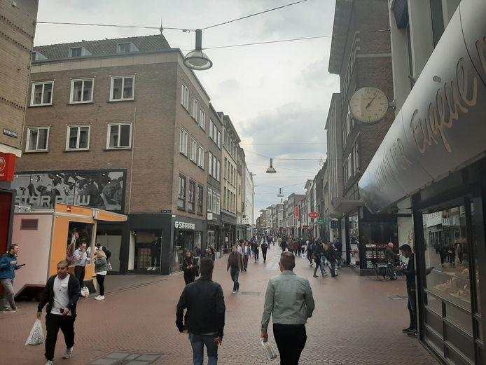 De Nijmeegse Broerstraat zaterdagmiddag. Mogelijk worden bezoekers hier binnenkort gestuurd via een slim informatiesysteem.