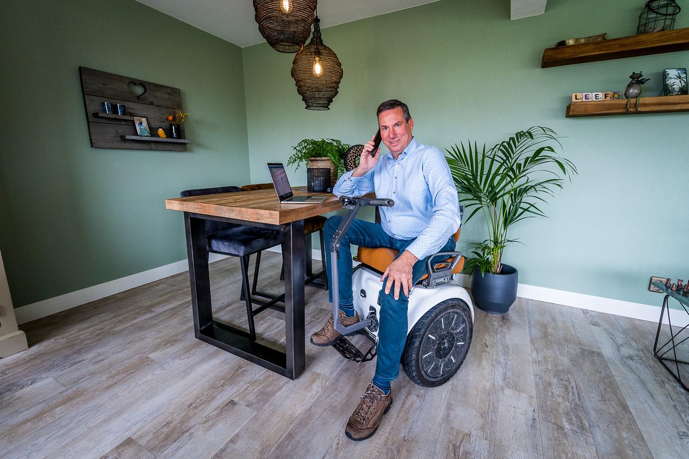 Rob de Bruin heeft de spierziekte FSHD en is sinds een val rolstoel gebonden, een Segway-rolstoel op twee wielen is voor hem een uitkomst.