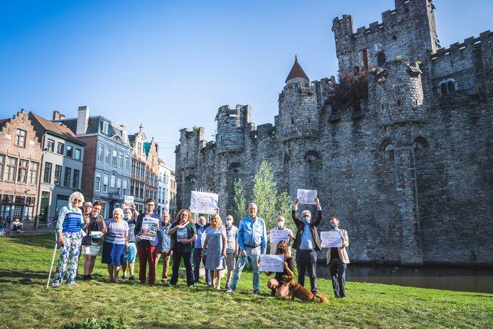 Er wordt al langer actie gevoerd voor het behoud van het Gravensteen, en vooral tegen het gat in de muur en het geplande paviljoen